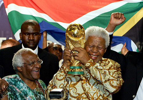 Football world mourns Mandela's death