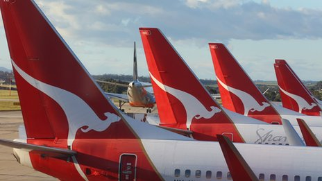 Qantas to cut 1000 jobs as CEO Alan Joyce takes pay cut