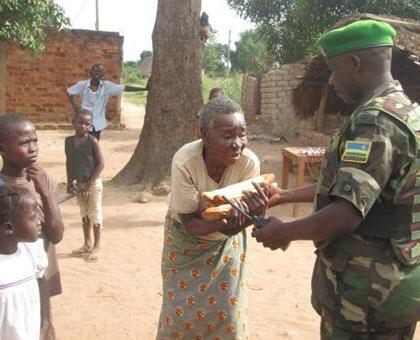 Rwanda peacekeepers in CAR share food with residents