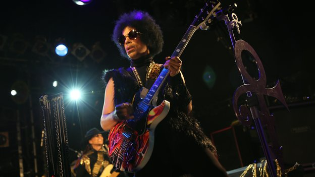 Prince re-signs with 'slave' label Warner Bros Records