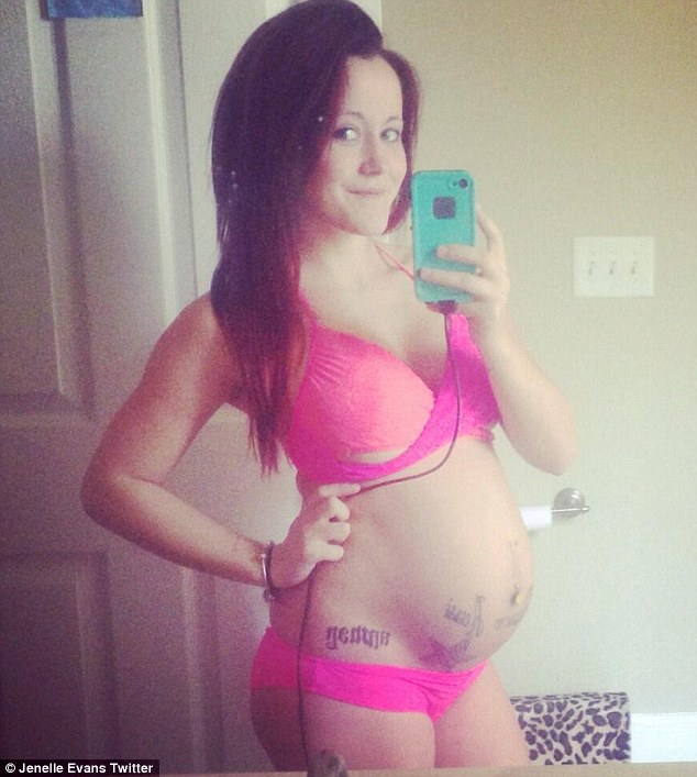 Jenelle Evans shares selfie in pink bikini in month seven of pregnancy