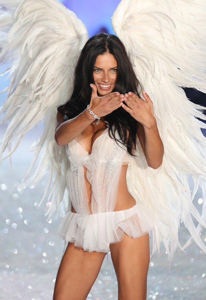 Victoria's Secret Fashion Show 2014 Goes to London